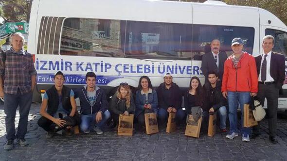 Üniversiteli gençler Foçayı ziyaret etti