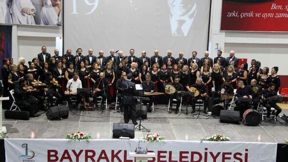 Bayraklı'da şarkılar Atatürk için söylendi