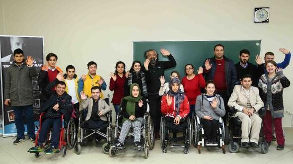 Engelli kursiyerler fotoğrafçılığı öğreniyor