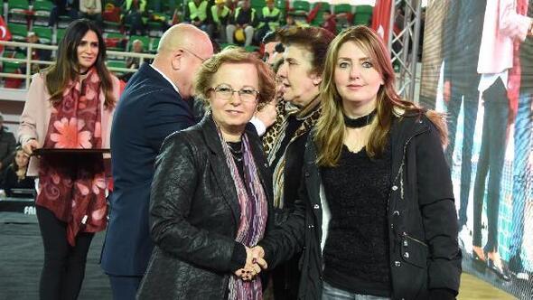CHP referandum kampanyasına İzmir Marşıyla başladı
