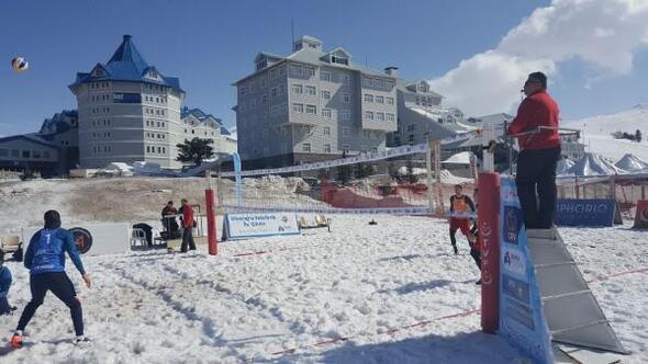 Uludağ'da kar voleybolu heyecanı başladı
