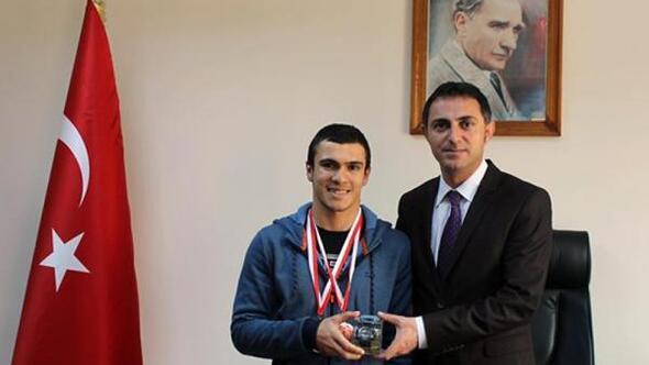 Bedensel engelli Güzel, yüzmede Türkiye üçüncüsü oldu
