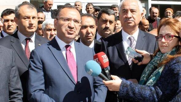 Bakan Bozdağ: Alman gazeteleri Türkçe manşetlerle hayır çıkması için büyük çaba gösteriyor