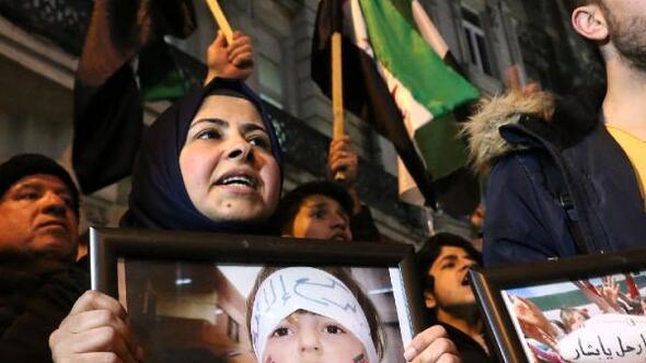 İdlipteki saldırıyı protesto için Rusya Konsolosluğuna yürüdüler