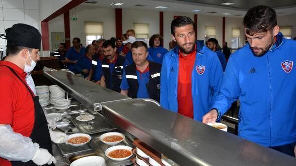 Kardemir Karabükspor, Kardemir işçisinin bayramını kutladı