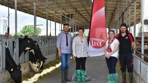 Lely süt sağım robotlarını İzmirde tanıttı