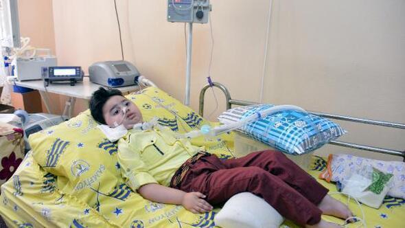 SMA hastası minik Cem tedavi için ilaç bekliyor