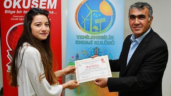 Güneş enerjisi kursiyerlerine sertifika
