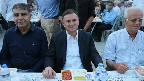 Büyükşehir, Altınözünde iftar sofrası kurdu