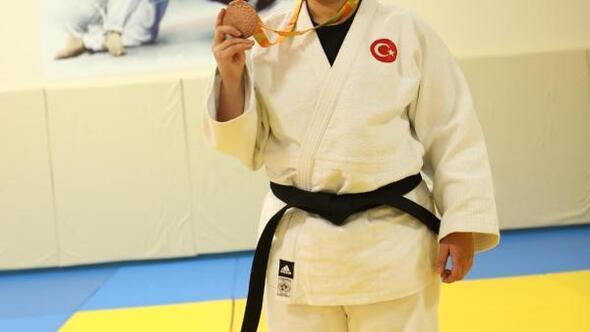 Mesme Taşbağ, hayatındaki engelleri judo ile aştı