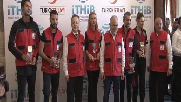 İşte Kızılay ekiplerinin giyeceği yeni kıyafetler
