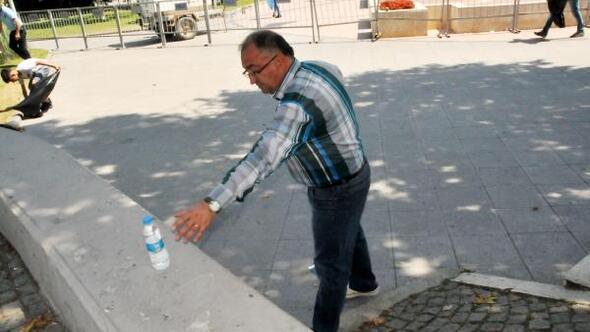 Yalova Belediye Başkanı, Suriyelilerle çöp topladı