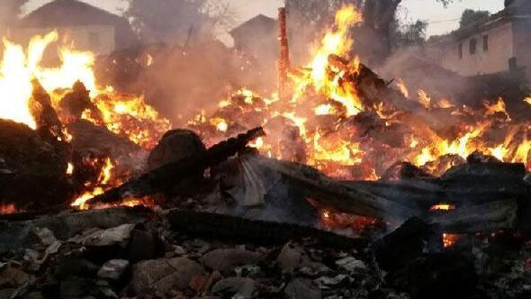 Kastamonuda 5 ev, 5 samanlık yandı