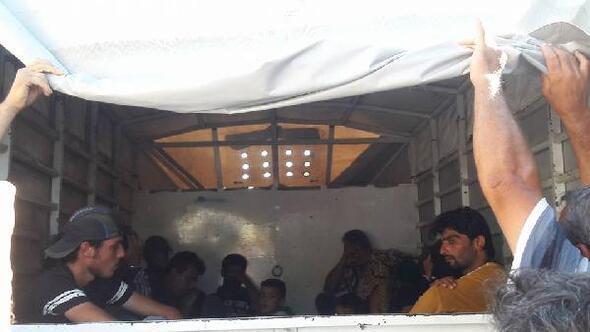 Beton duvarla bölünen Suriye sınırında insan kaçakçılığında Merdiven yöntemi