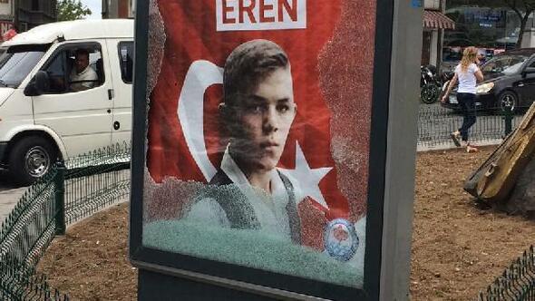 Eren Bülbül için hazırlanan billboard camı basınçtan kırılmış