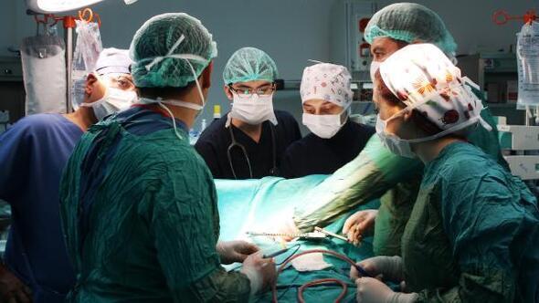 Tek hastaya aynı anda 2 cerrahlı Kalp ve Akciğer ameliyatı