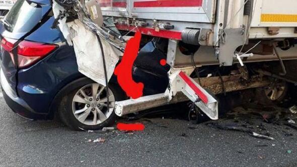 Otomobil, park halindeki TIRa çarptı: 5 ölü