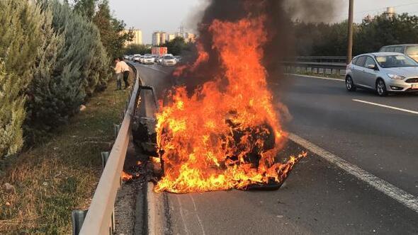 Gazı bitince benzine geçen araç alev alev yandı