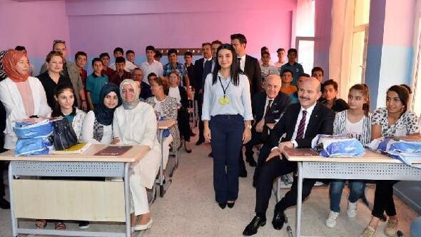 Şehit öğretmen Şenay Aybüke Yalçın Lisesinde eğitim buruk başladı