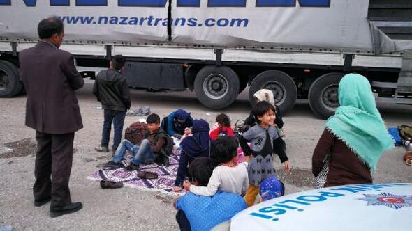 TIR dorsesinde Avrupaya kaçmak isteyen 200 göçmen yakalandı