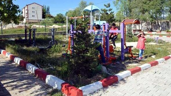 Sarızda parklar yenileniyor