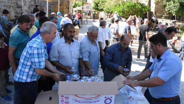 Tarsus Belediyesinden 10 bin kişilik aşure ikramı