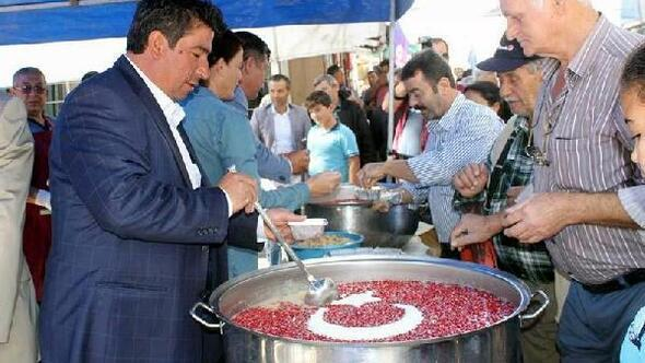 Türk bayraklı aşure yaptılar