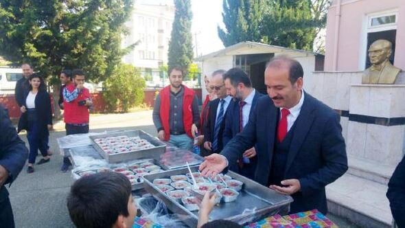 Müdür Tosun'dan öğrencilere aşure ikramı