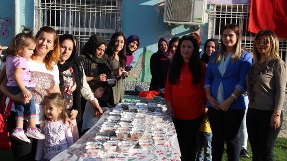Silopi'de öğretmenlerden velilere aşure ikramı