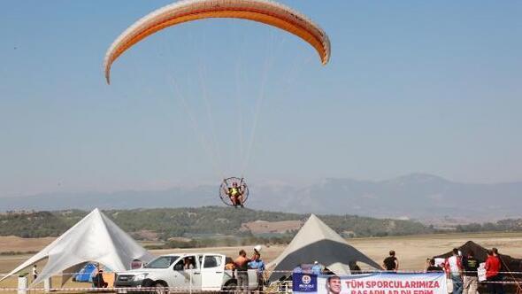 Havacılık tutkunları Adana semalarını şenlendirdi
