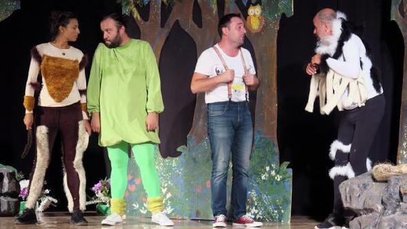 Foçalı tiyatroseverler iki oyunda buluştu