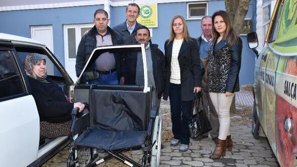 Malkara Belediyesinden engelli kadına tekerlekli sandalye