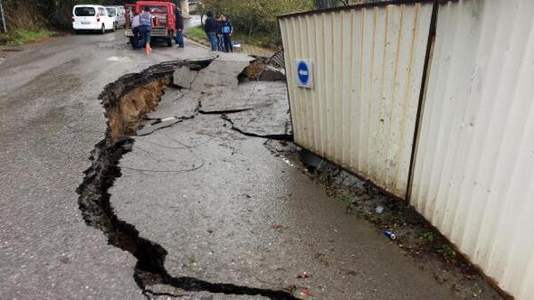 Zonguldaktaki heyelan yolu çökertti