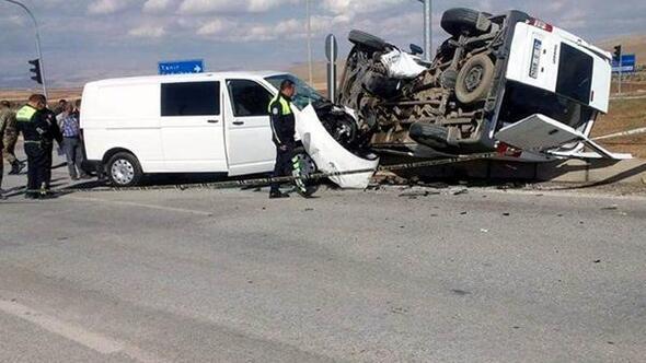 Afşinde trafik kazası: 4ü polis, 5 yaralı