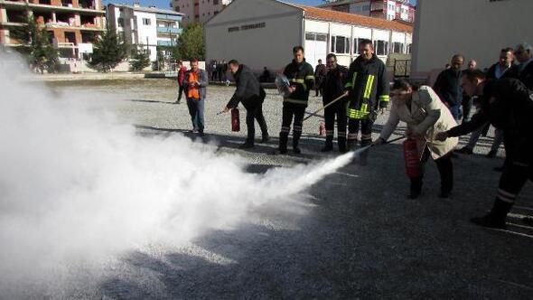 Öğretmenlere yangın eğitimi ve tatbikat
