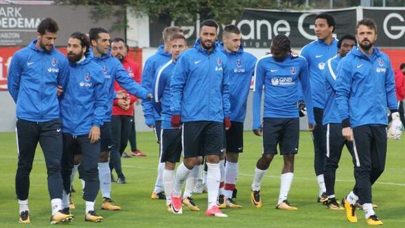 Trabzonspora meşaleli destek. Kayserispor maçı hazırlıklarında taraftardan meşale şov