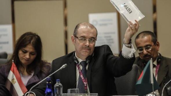 Mısırlı delege itiraz etti, toplantı 2 saat sürdü