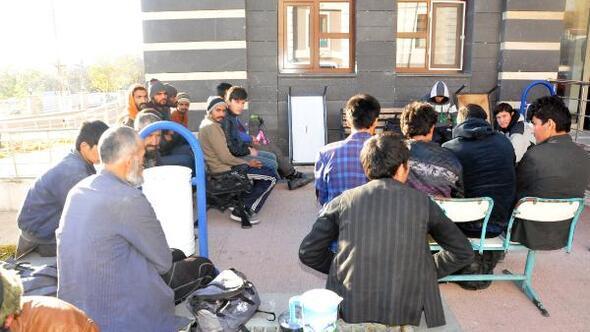 Adilcevaz'da 23 kaçak mülteci yakalandı