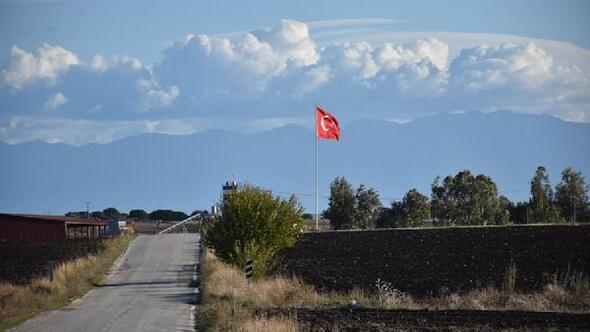 Yumurtalıka 26 dev Türk bayrağı