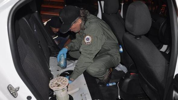 Otomobilin yakıt deposundan 22 kilo eroin çıktı