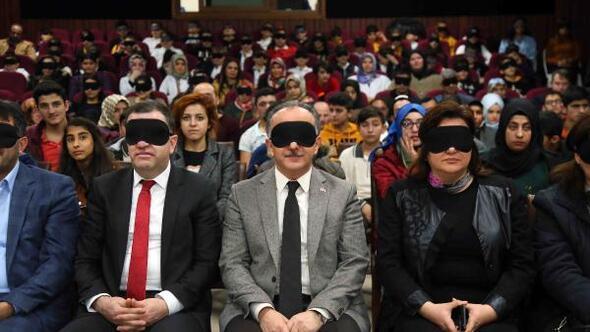 Engellileri sanatla buluşturan festivalin açılış filmi göz bantlarıyla izlendi