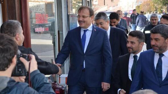 Başbakan Yardımcısı Çavuşoğlu Sivrihisarda esnafı ziyaret etti