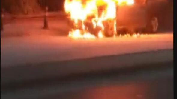 Hareket halindeyken alev alan otomobil, yandı