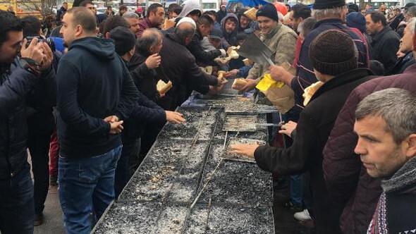 Hamsi festivalinde 5 ton hamsi dağıtıldı