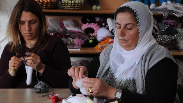 Hozatta 40 kadın organik oyuncak bebek üretiyor