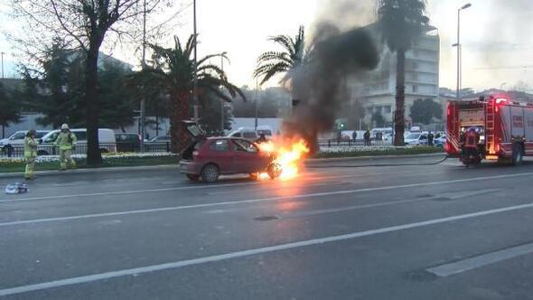 Fatihte ödünç aldığı otomobil alev alev yandı (ÖZEL)