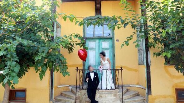 Düğün fotoğraflarını özensiz çektiği gerekçesiyle fotoğrafçıya dava açtılar