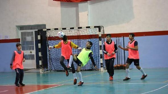 Türk ve Suriyeli öğrenciler, turnuvada buluştu