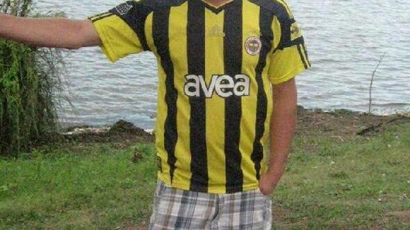 Halı sahada futbol oynarken fenalaşıp, öldü