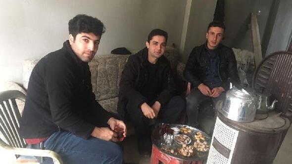 Şemdinli'de polis gençlerle futbol oynadı, ev ziyaretlerinde bulundu